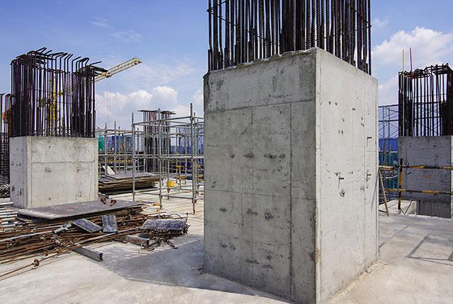 Hoàn thành đổ bê tông cột tầng 4 block Saturn1
