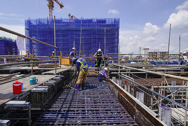 Tiếp tục thi công cốt thép dầm chuyển tầng 4 và tầng 5 block Venus1